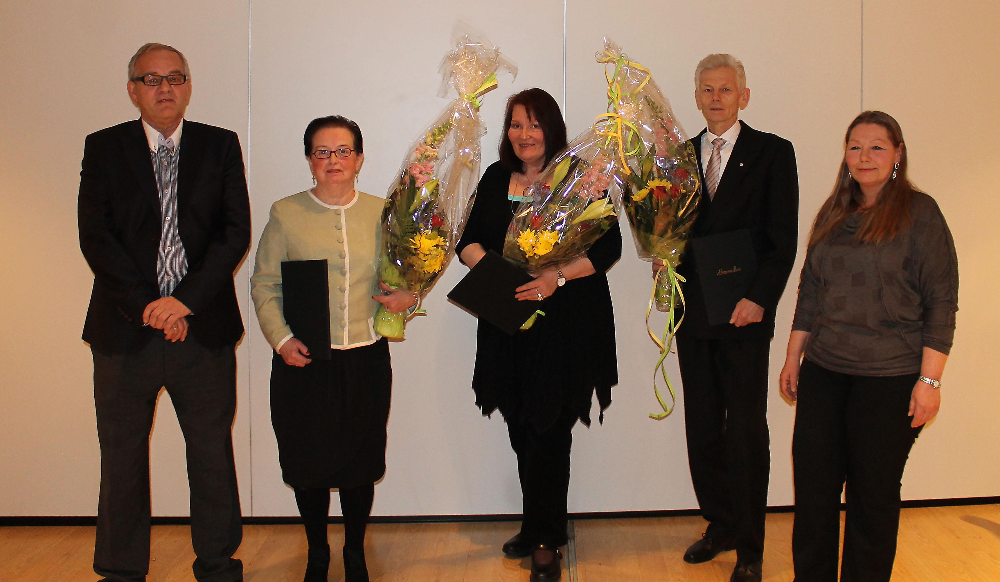 Sekretær i Samfunnspolitisk avd. i Fellesforbundet Terje Ohnstad hedret 45 års jubilantene: Randi L. Nilsen,  Jorun-Mareta Næsbø Nilsen, Audun Lavik og leder Eirin Bratland.